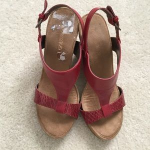 Aerosoles Red Wedges Sz 8 in excellent condition
